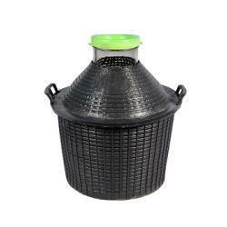 Банки в пластиковых корзинах